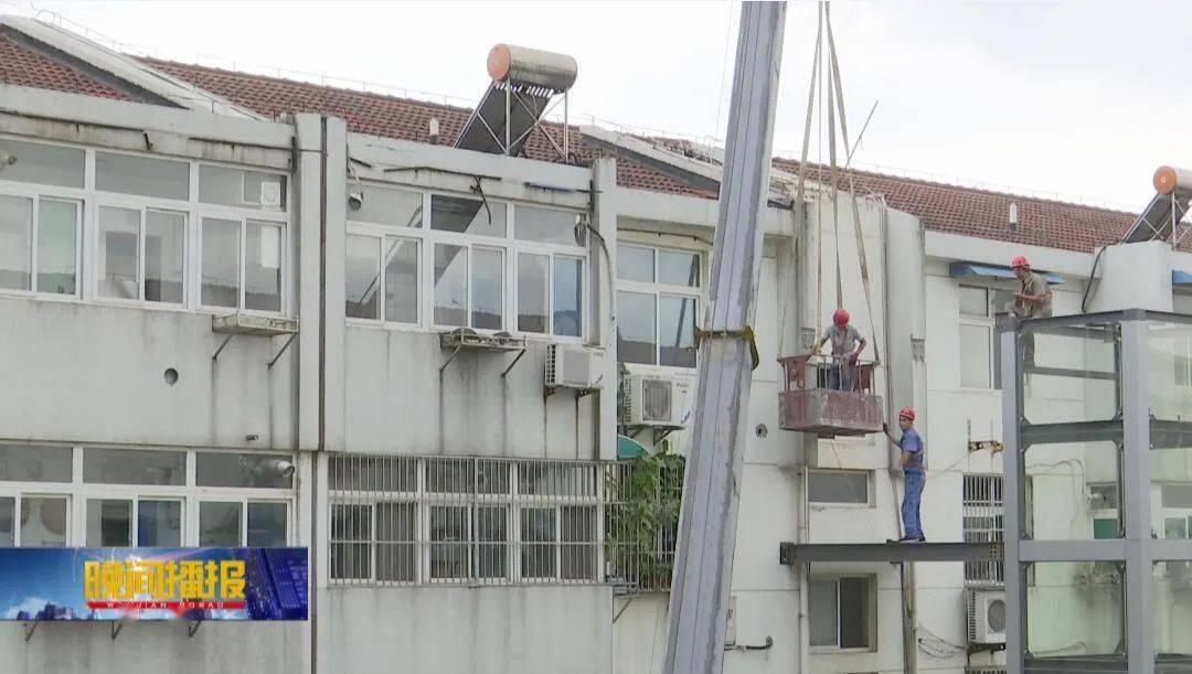 合肥一老旧小区同步加装七部电梯,下月初可投入使用